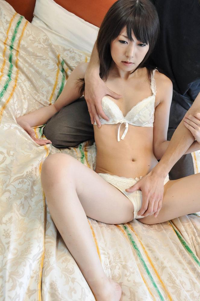 Reina mizuki has dark vagina and mouth frigged by hard penis 3