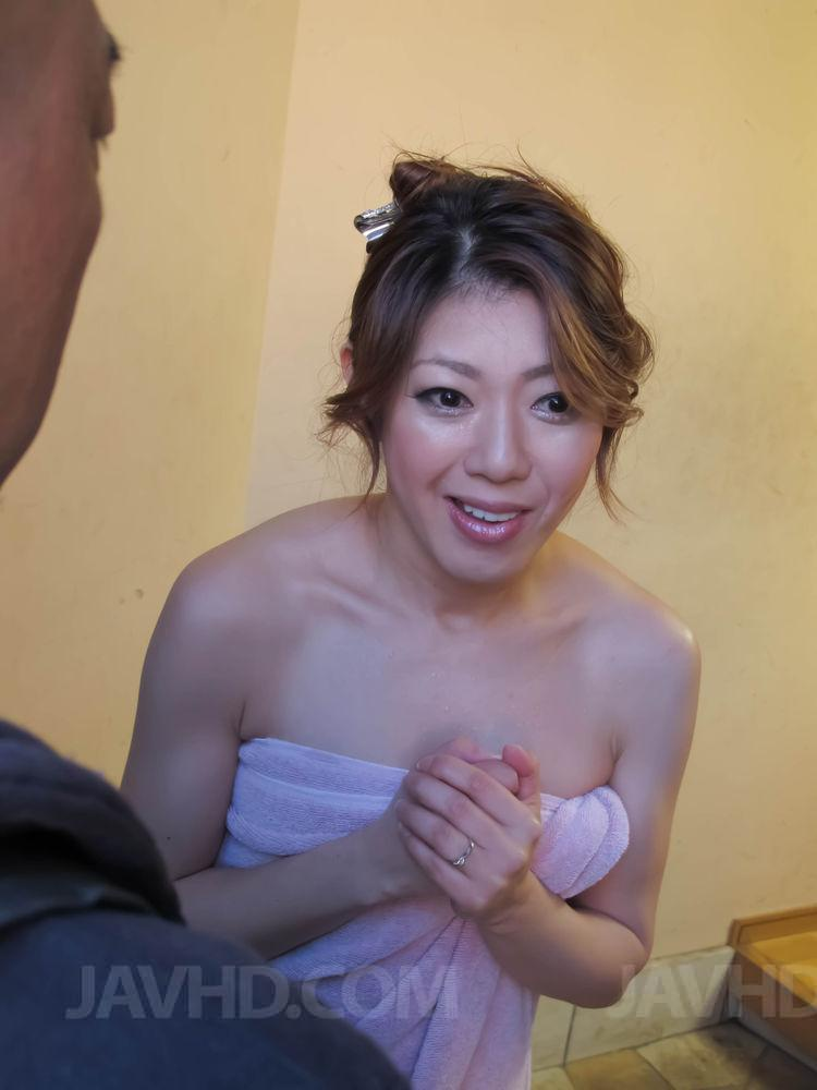 Kanae serizawa fucks with two males in dirty